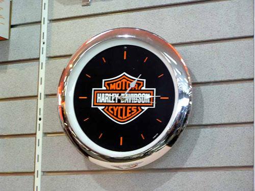 Часы Харли Девидсона как и подобает всем хорошим часам показывают правильное время дважды в сутки.