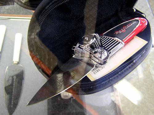 Ножик с V-образным механизмом :)